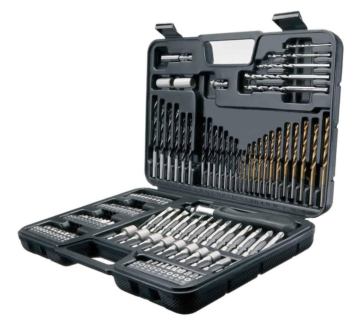 In regalo un set accessori completo con 109 pezzi Black & Decker