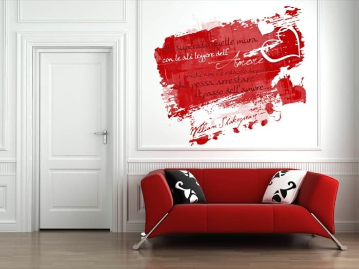 Red couch on white interior wall le shopping news for Disegni sui muri di casa
