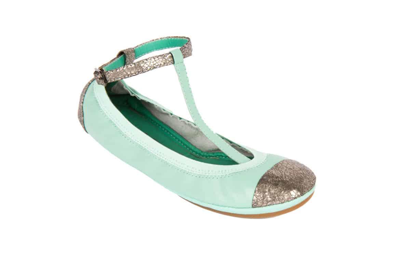 Ballerine di ogni colore, ma anche pantofole e flip flop, nella collezione Yosi Samra per la Primavera /Estate 2013