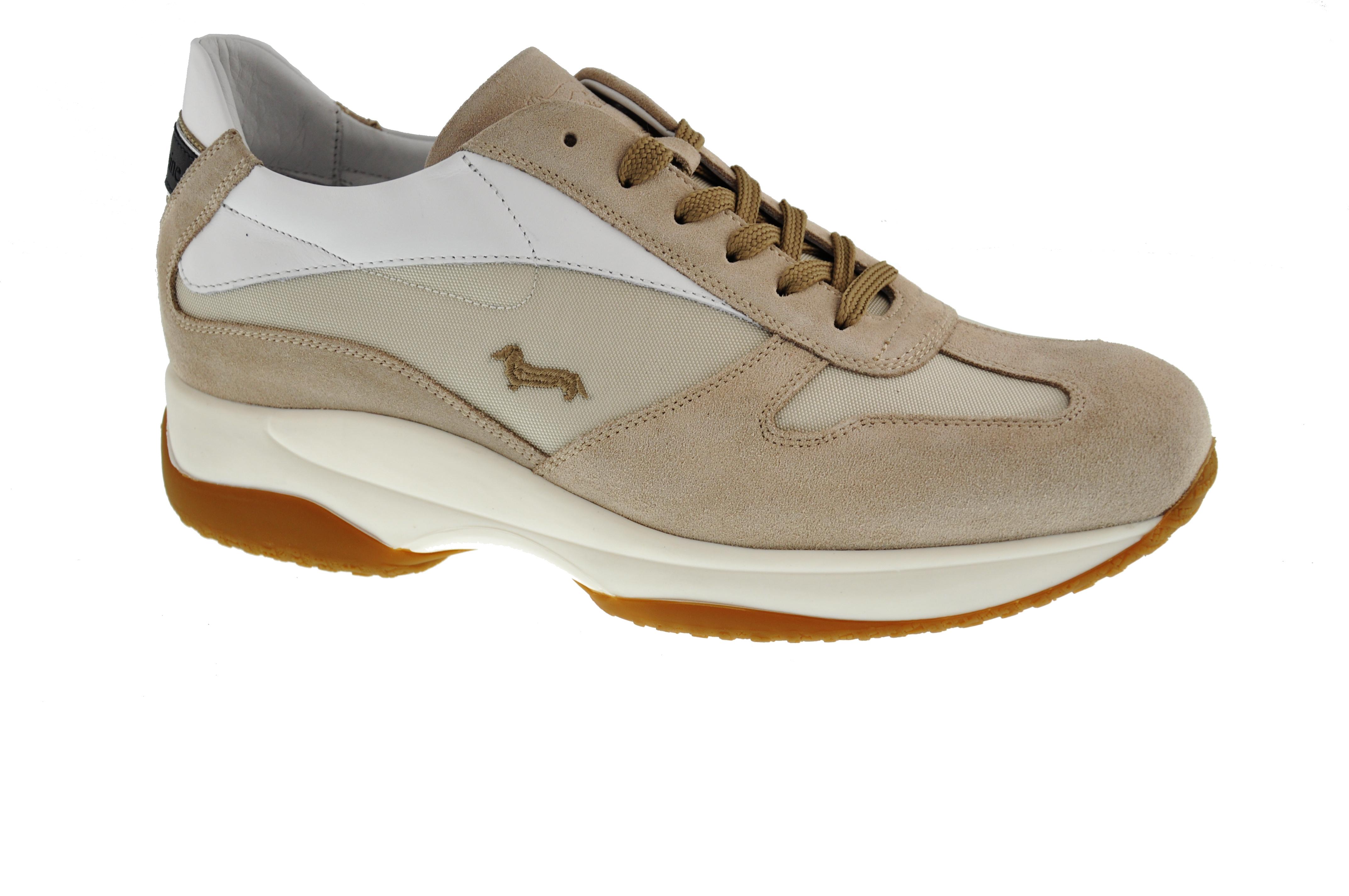 813796c978 Colore è la parola d'ordine per le calzature estive di Harmont ...