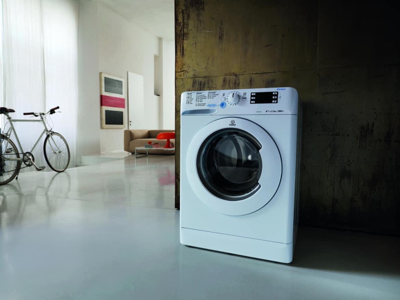 Per fare il bucato con la nuova lavatrice Innex di Indesit... basta schiacciare un tasto!
