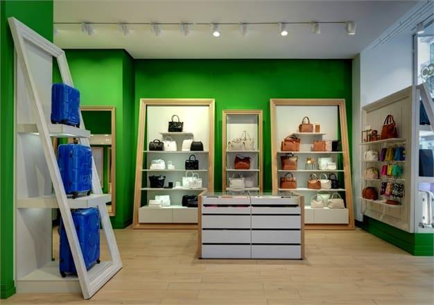 Galleria Carpisa: un negozio dove le borse sono esposte come in una galleria d'arte!