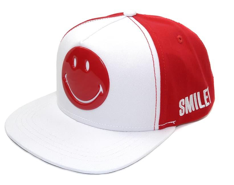 Inconfondibile il sorriso sulla nuova linea di cappellini Smiley!