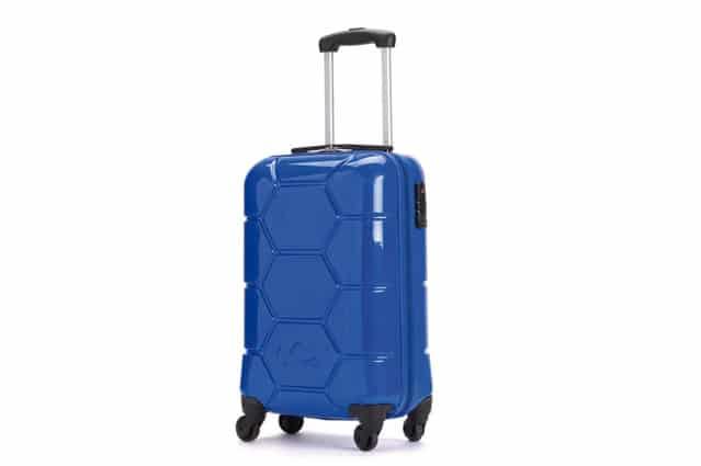 Colore e funzionalità per i nuovi accessori da viaggio firmati Carpisa