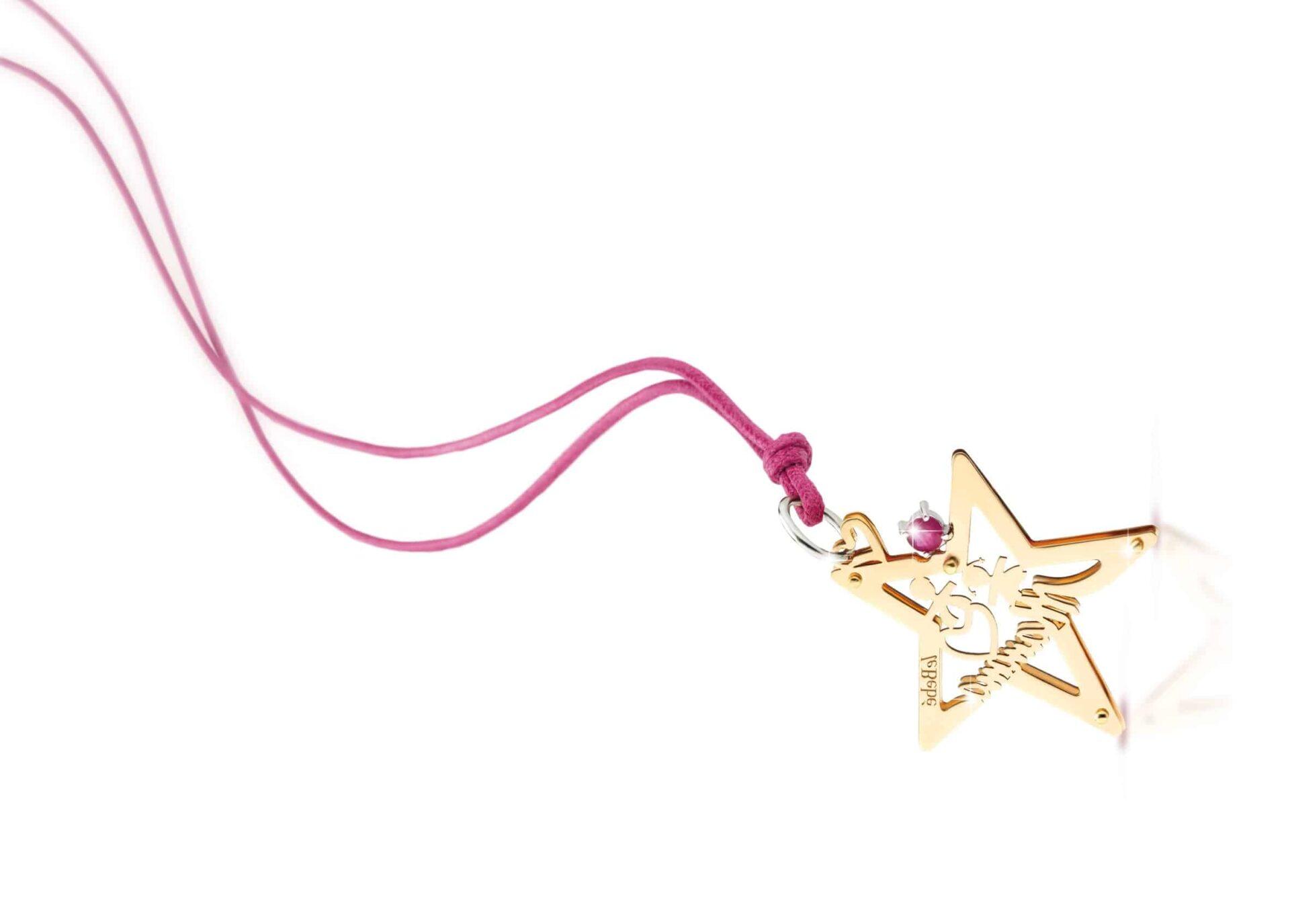 Da Lucebianca un prezioso ciondolo a forma di stella da regalare alla mamma per la sua festa