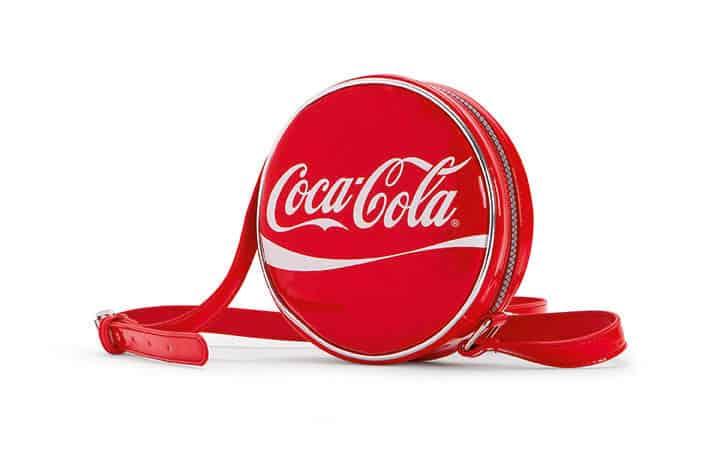 Glamourous capsule collection Carpisa in partnership con Coca Cola