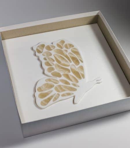 Originali farfalle, libellule e gechi in marmo nel nuovo showroom Alimonti Milano