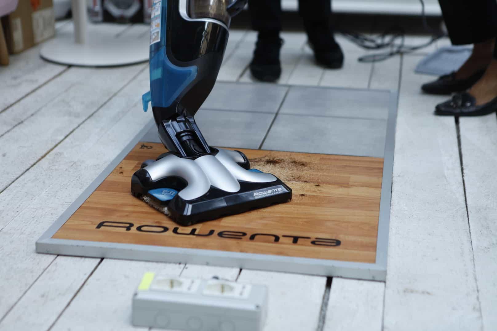 Da Rowenta arriva Clean & Steam, l'innovativa scopa elettrica che aspira e igienizza a vapore con una sola passata