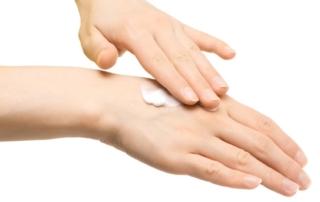 Mani morbide ed idratate con le sostanze naturali delle creme Lavera / Maressentia / Ahava