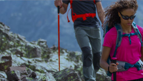 Da Decathlon l'equipaggiamento da donna Quechua per il trekking estivo