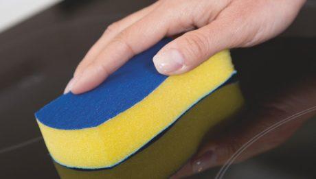CERAN, la spugna Vileda specifica per la pulizia di piani cottura ad induzione e vetroceramica