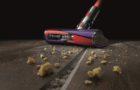 Liberati della polvere più microscopica con Dyson Cyclone V10TM, l' aspirapolvere senza  filo pratico ed efficiente
