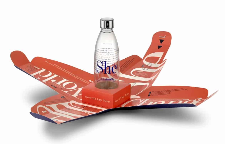 SHE, la bottiglia in edizione limitata di Sodastream, simbolo della Festa della donna