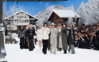 Nella Collezione Chanel per l'inverno 2020 capi romantici e di tendenza