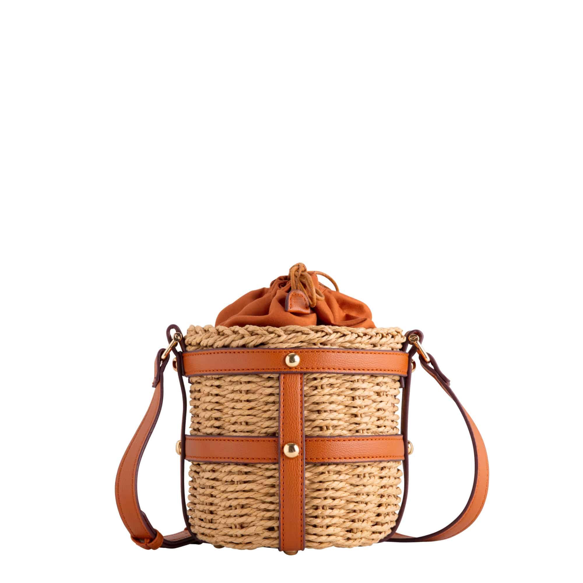 3af30309386c Il catalogo di borse Carpisa 2019 propone modelli piccoli e sbarazzini, ma  anche borse mare più grandi e capienti per ogni esigenza.