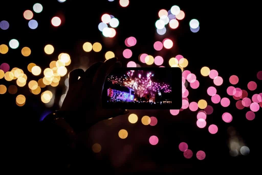 Wiko, il sondaggio su usi e costumi con lo smartphone a Capodanno