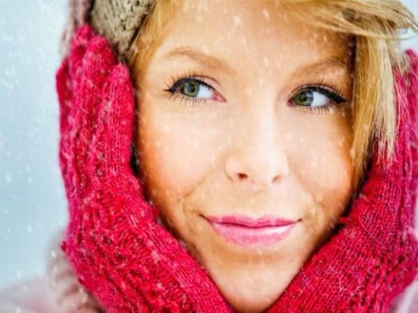 Con Sun System Age Repair SPF 50+ di Rilastil sulla neve pelle protetta dai raggi UV