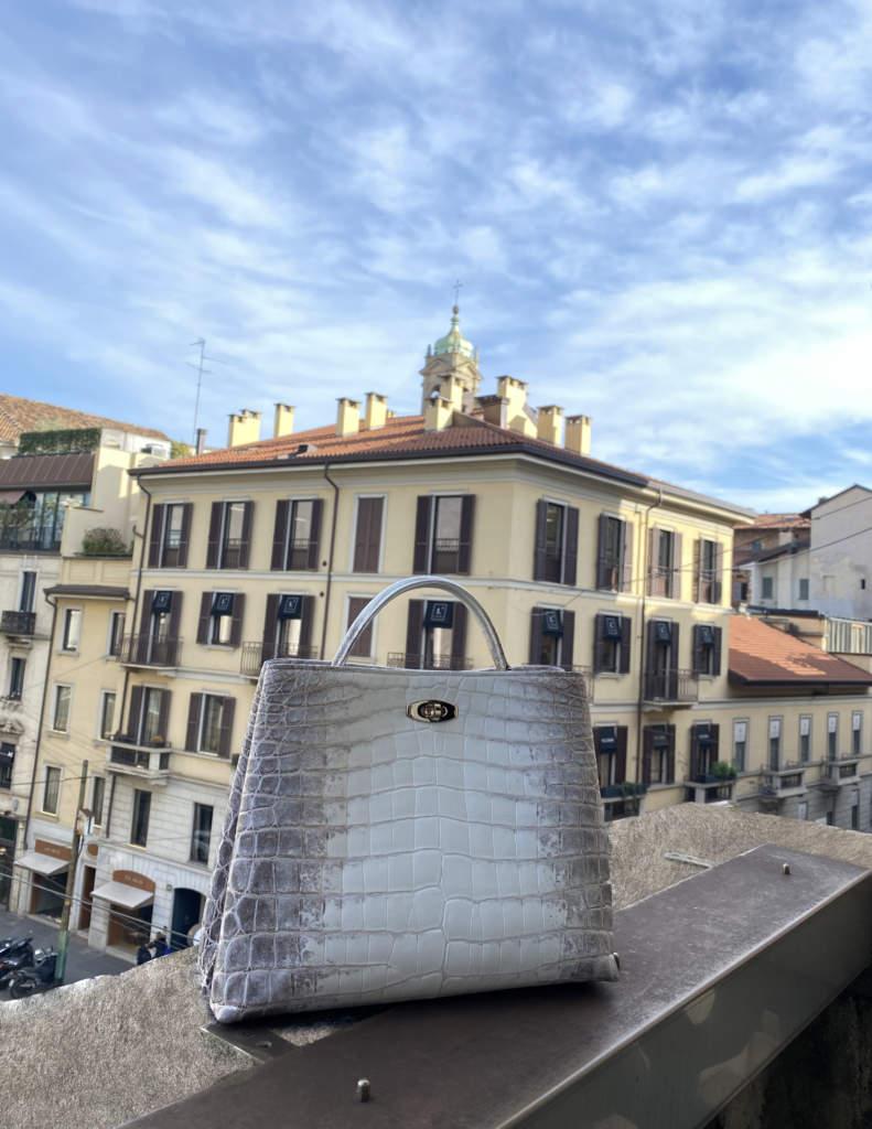 Adèle, la raffinata borsa in coccodrillo di Giòsa Milano