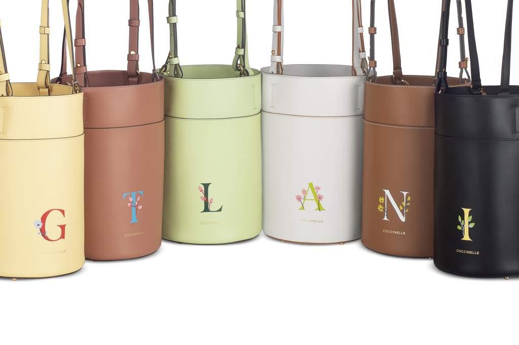 Coccinelle: le borse personalizzate con iniziali e fiori